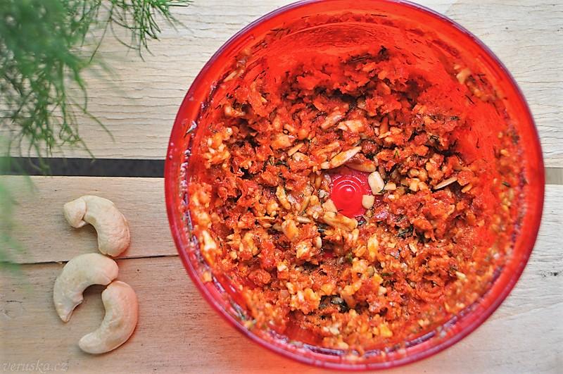 Pomazánka ze sušených rajčat a kešu