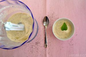 Jogurtová banánová zmrzlina s mákem