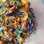 Pečená dýně, čočka beluga a bylinky